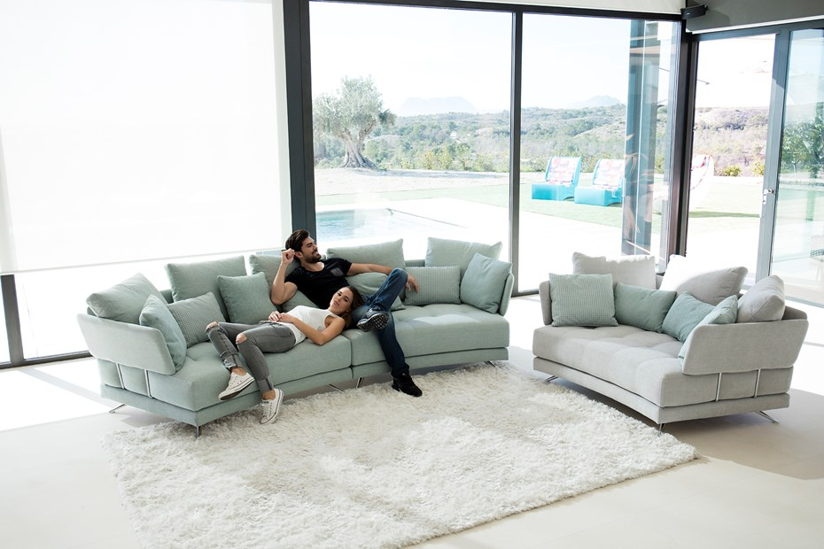 pareja-sofa
